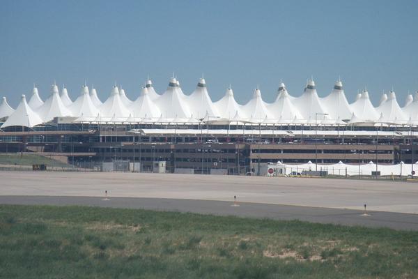 Ferrovial puja por la gestión del aeropuerto más grande de EEUU