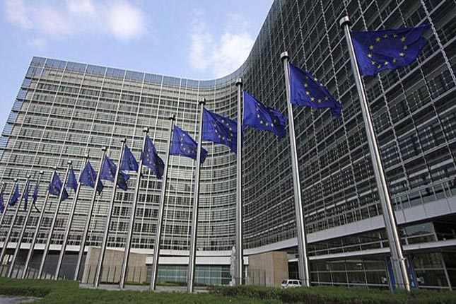 La UE podría retrasar la tasa a los gigantes digitales