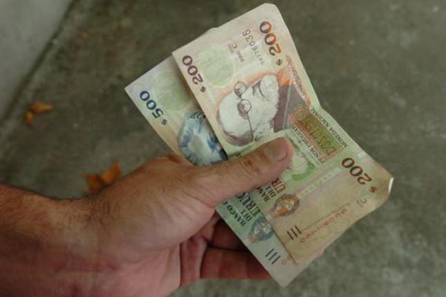 Uruguay coloca dos bonos globales por 1.032 millones