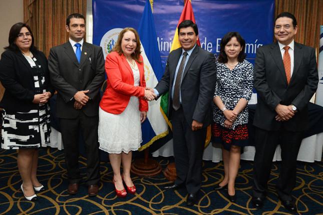 Bolivia y El Salvador fomentan el intercambio comercial