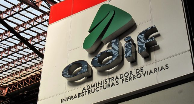 Adif licita el contrato de la electricidad 'verde' de la red AVE por 17,1 millones