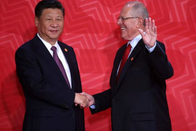 Perú y China firman convenios sobre minería y energía