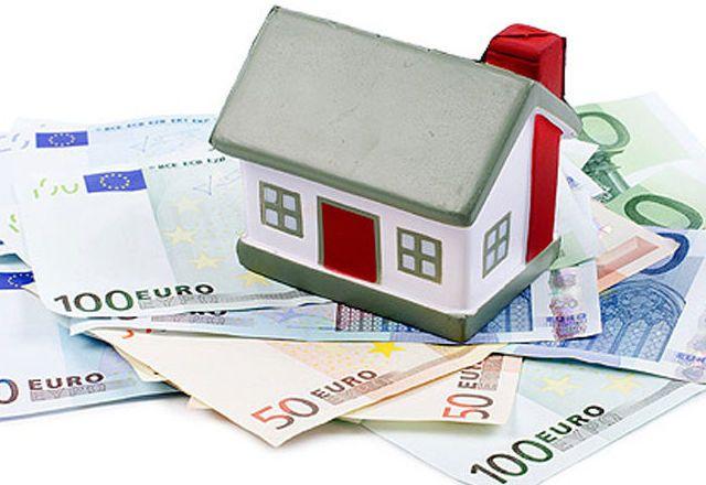 Varios bancos aplazan el alquiler para familias del FSV