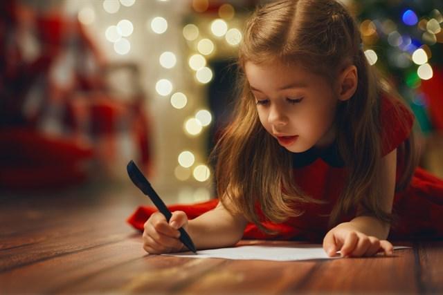 El-Corte-Inglés-colabora-con-Aspanob-recogiendo-las-cartas-de-los-niños