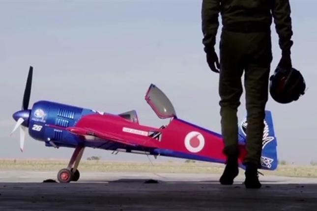 Vodafone-prueba-su-red-4G-con-un-avión-acrobático-conectado-a-su-red