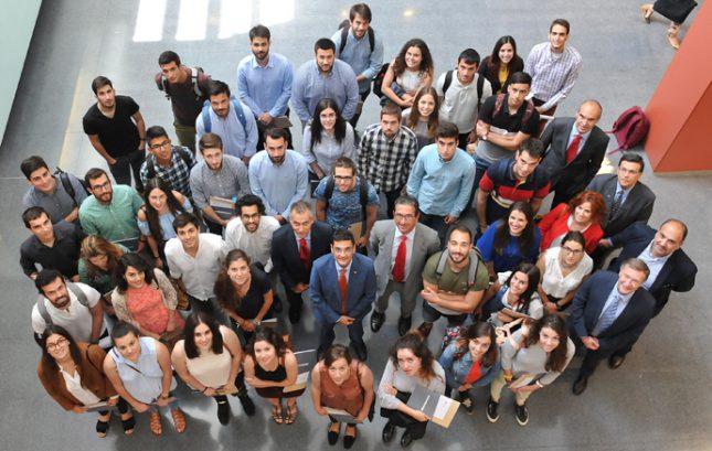 Banco Santander entrega a más de 200 alumnos de la UPV becas de prácticas y de continuación de estudios en el extranjero