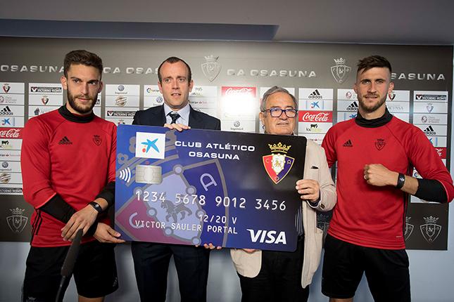 CaixaBank vende 200.000 tarjetas vinculadas a clubes de fútbol