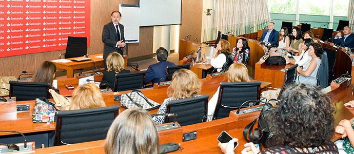 Banco Santander y Fundación Integra hacen balance de su programa 'De Mujer a Mujer'
