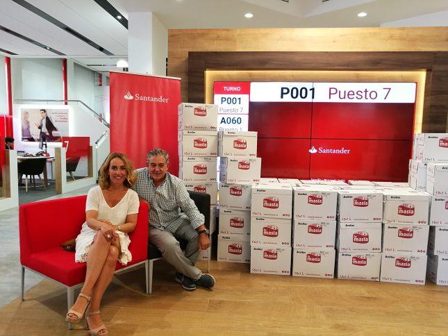Voluntarios Solidarios de Banco Santander entregan 1.050 litros de aceite al Banco de Alimentos de Mallorca