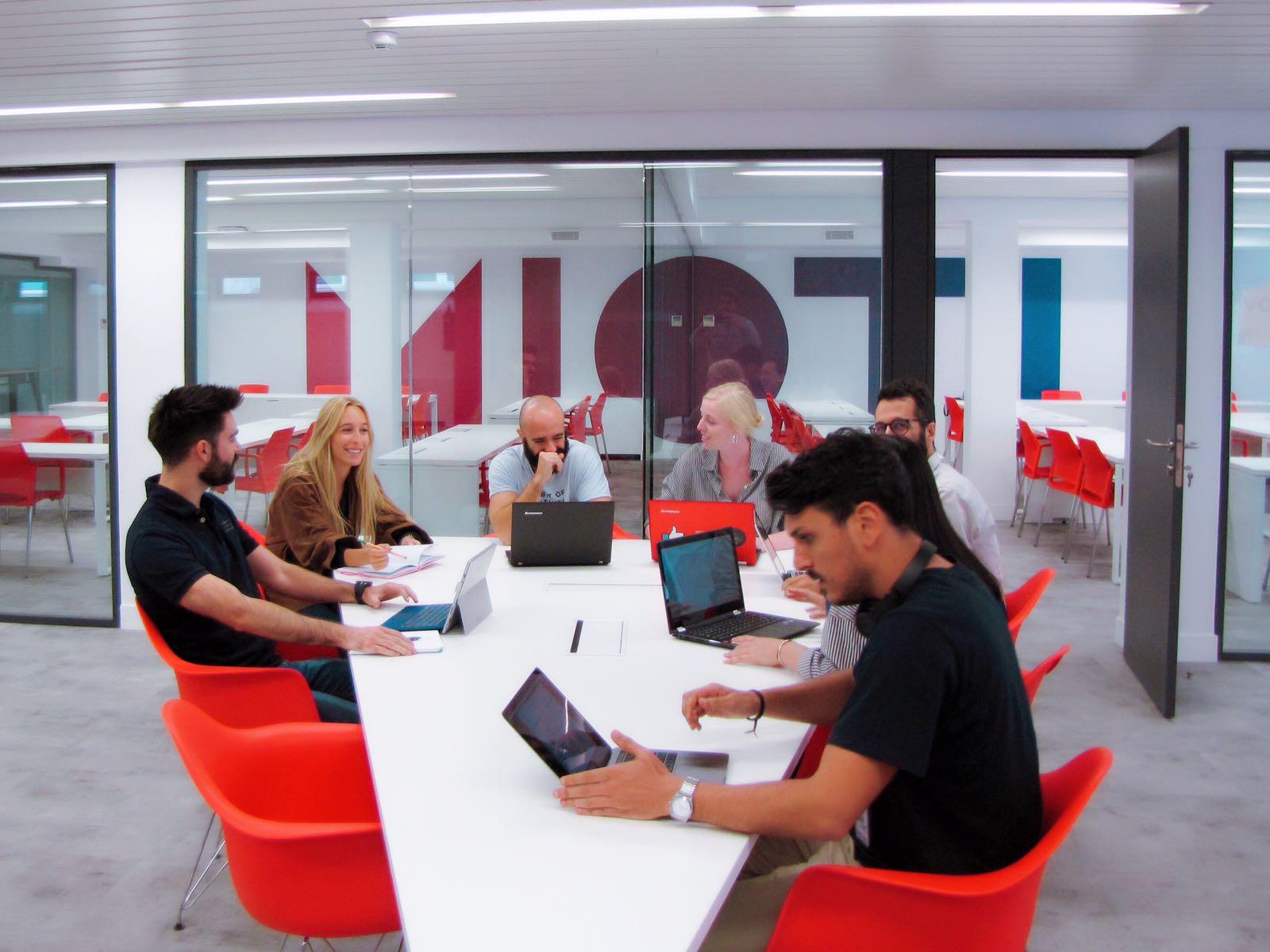 Banco Santander y MIOTI promoverán formación sobre el Internet de las Cosas (IoT)