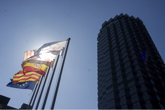 Sabadell y CaixaBank presentarán sus cuentas fuera de Cataluña