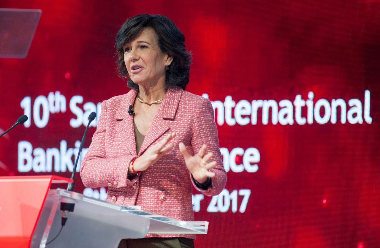 Ana Botín, entre los empresarios españoles asistentes al Foro Davos