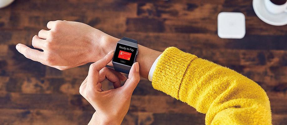 Banco Santander permite pagos contactless con Mastercard a través del smartwatch Fitbit Ionic