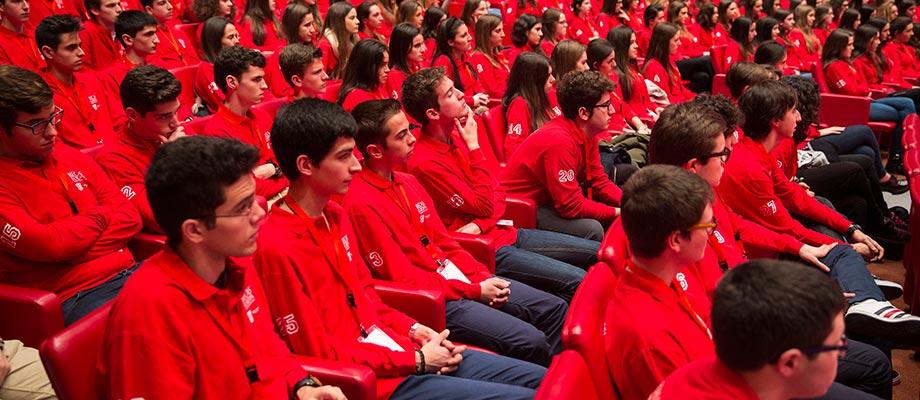 Banco Santander mantiene su compromiso con la educación universitaria con diferentes programas de becas