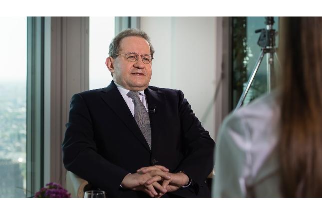 Vítor Constâncio dirigirá una cátedra en la Universidad de Navarra