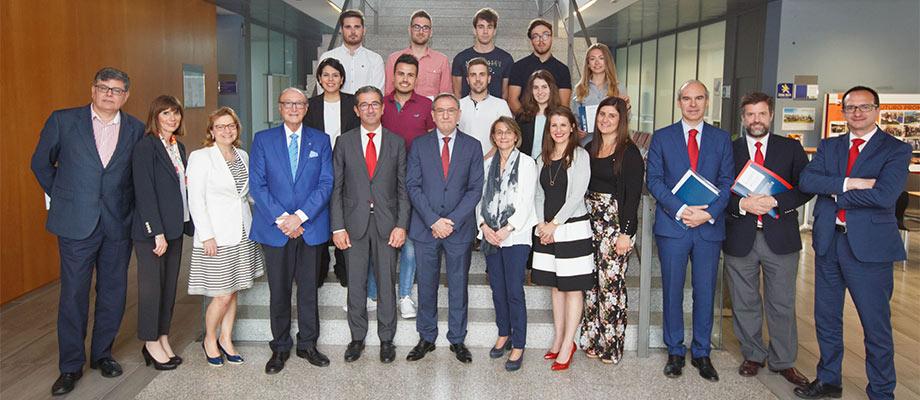 Banco Santander y la Universidad Jaume I entregan premios y becas a más de 140 estudiantes