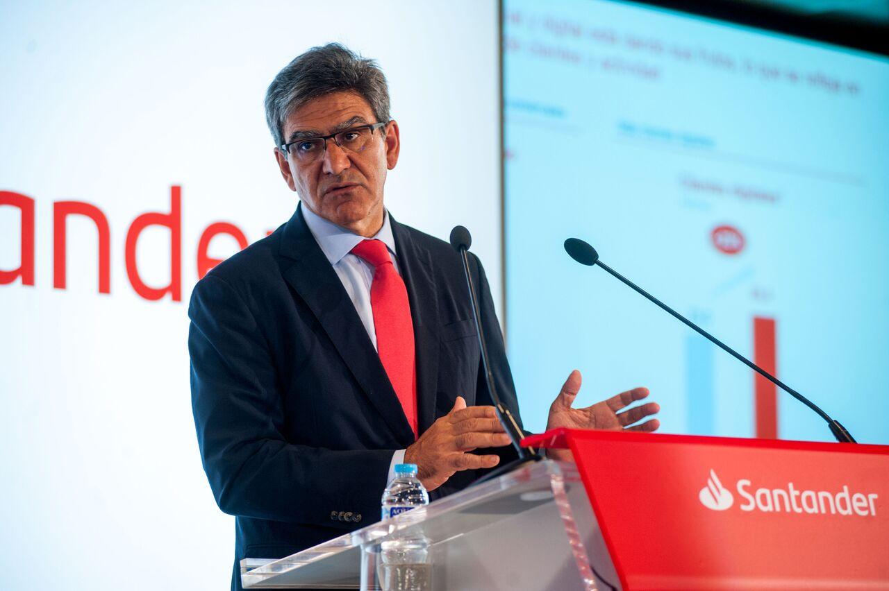 Banco Santander cree que el impuesto a la banca pondría en desventaja a las entidades españolas
