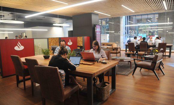 El modelo Work Café de Banco Santander Chile es reconocido como Mejor Estrategia Comercial y de Clientes