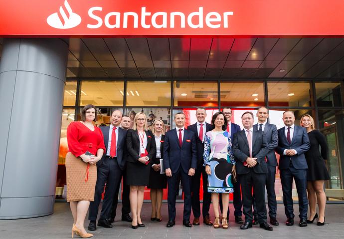 """Ana Botín: """"La decisión de introducir la marca Santander en Polonia demuestra la importancia de este negocio dentro del grupo"""""""