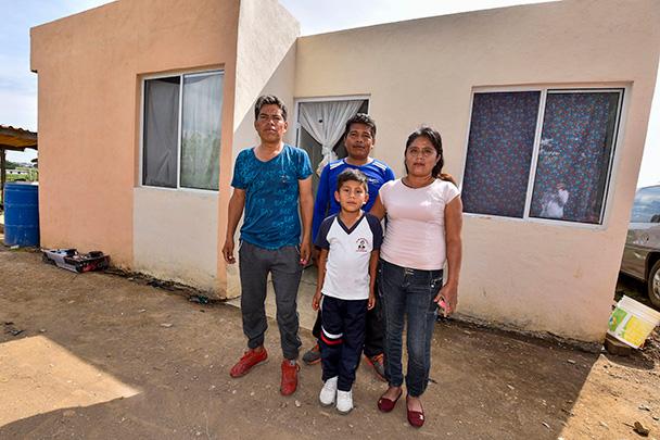 Banco Santander México entrega más de 500 viviendas a damnificados por sismos