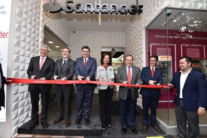 Ana Botín inaugura una sucursal de Banco Santander México en el Tec de Monterrey