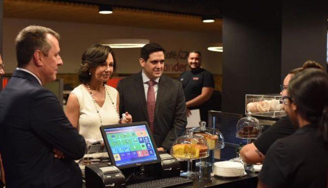 Ana Botín inaugura la primera sucursal Work Café de Banco Santander Brasil