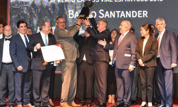 Banco Santander Chile es reconocido por sus buenas prácticas laborales