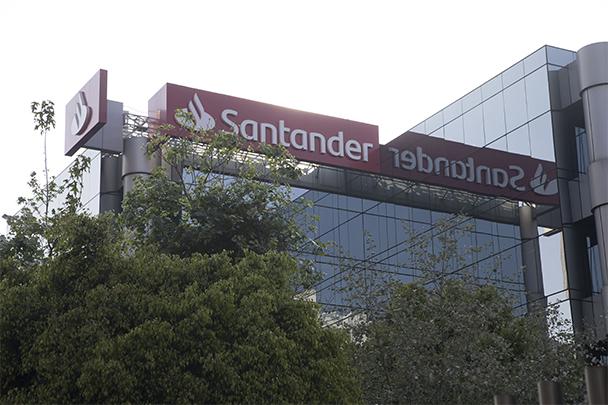 Banco Santander y La UEFA promueven programa de gestión financiera para futbolistas