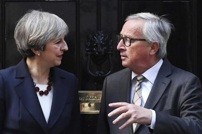 Juncker y May se reúnen hoy