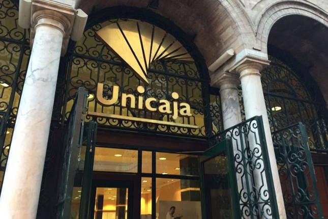 Unicaja cerrará 54 oficinas antes de la fusión con Liberbank