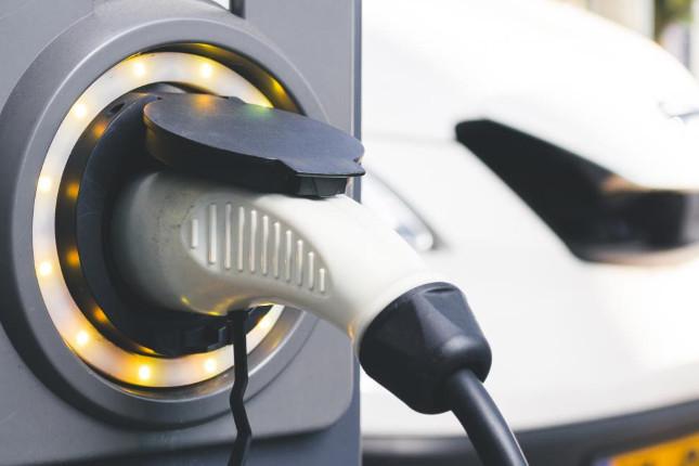 Las matriculaciones de vehículos eléctricos se duplican hasta septiembre