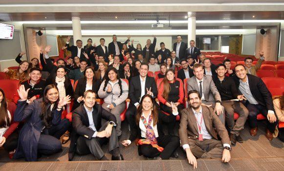 Voluntarios de Banco Santander Chile guiarán a alumnos de último año escolar en una nueva versión del Programa de Tutorías