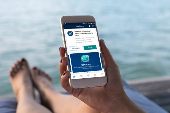 Los clientes de BBVA contratan cerca del 40% de los fondos de inversión a través del móvil