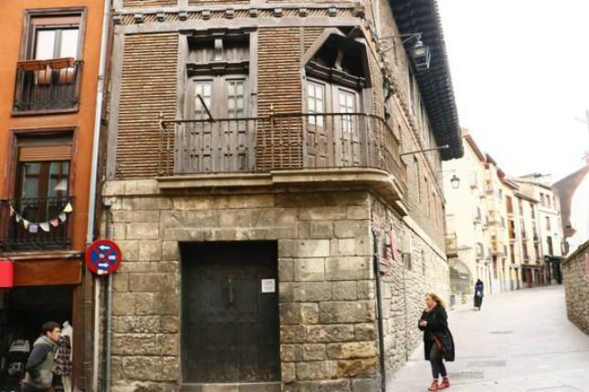 Kutxabank vende la Casa de los Gobeo-Guevara en el casco medieval de Vitoria