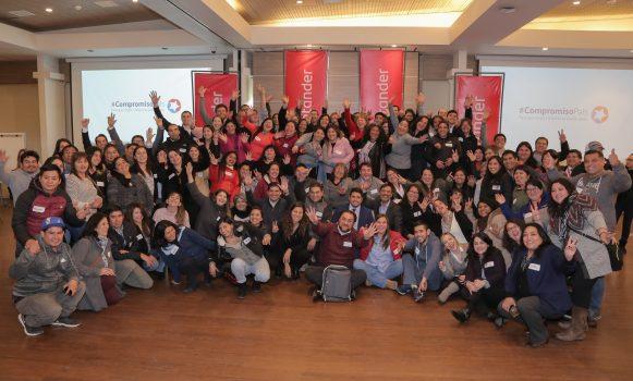 Banco Santander Chile presenta el programa de voluntariado 'Santander presente'
