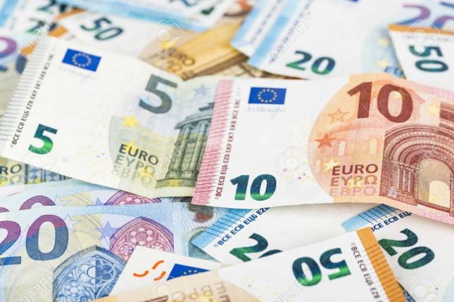 El 71% de los españoles no se sienten más europeos por el euro