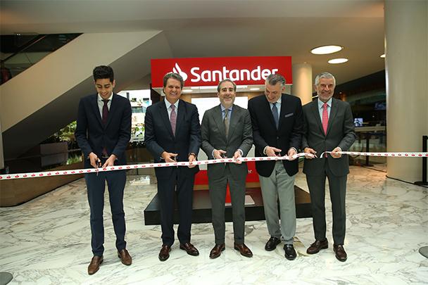 Banco Santander México inaugura la primera 'Isla financiera' en centros comerciales de FUNO