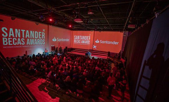 Banco Santander Chile entrega reconocimientos a alumnos y docentes en la ceremonia Santander Becas Awards 2019
