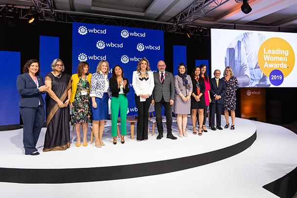 Directiva de Banco Santander México recibe el reconocimiento 'Leading Women Awards' del WBCSD
