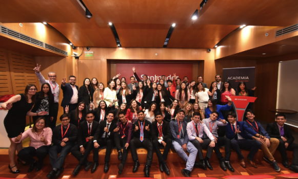 Banco Santander Chile impulsa la formación de estudiantes de la Fundación Belén Educa