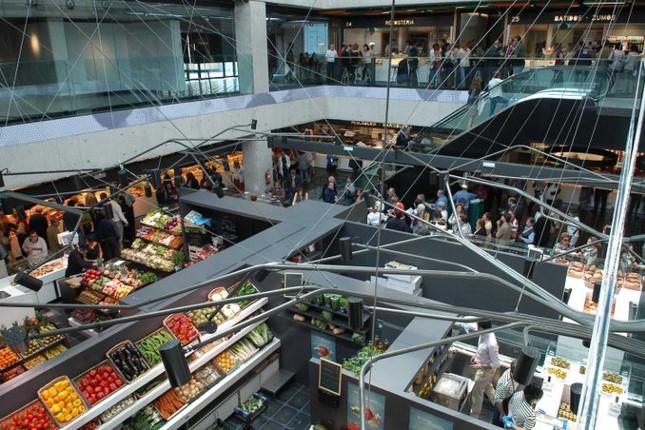 Madrid pide la apertura limitada de centros comerciales