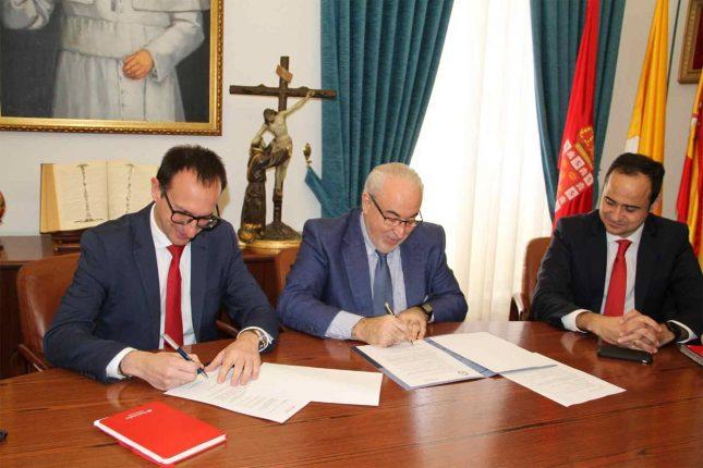 Banco Santander y la Universidad Católica de Murcia impulsan becas para nuevos alumnos con pocos recursos