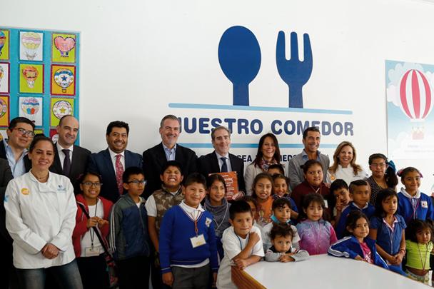 Banco Santander México y Alsea concretan alianza para apoyar comedores infantiles