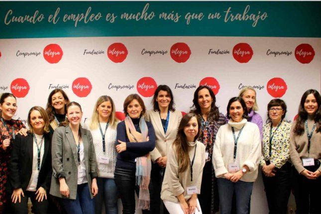 Banco Santander y la Fundación Integra impulsan una nueva educación del programa 'De Mujer a Mujer'