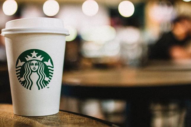 Starbucks gana 977 millones de euros en el tercer trimestre fiscal