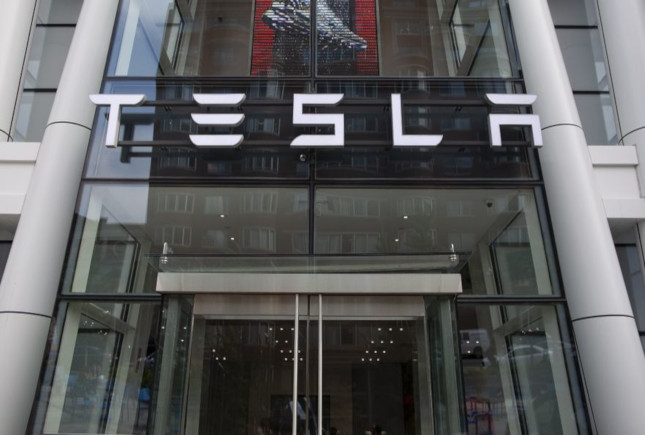 Tesla invierte 1.247 millones de euros en Bitcoin