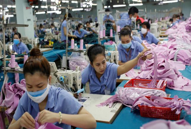 La pandemia provoca el cierre de miles de fábricas textiles en Asia
