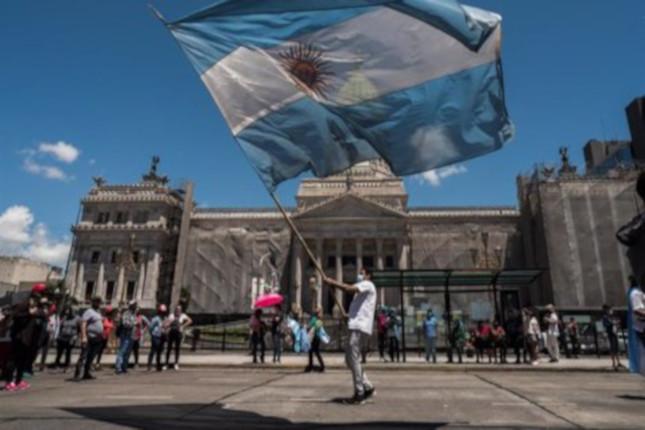 La inflación de Argentina se desacelera hasta el 3,3%