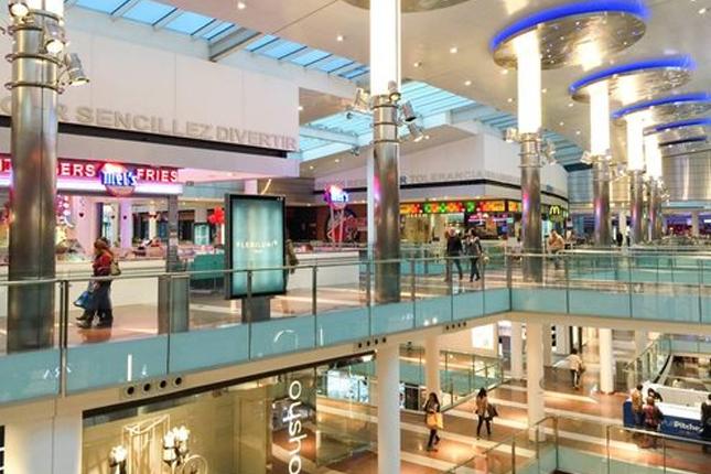ShopperTrak: la afluencia a los centros comerciales se contrajo un 33,7% en 2020
