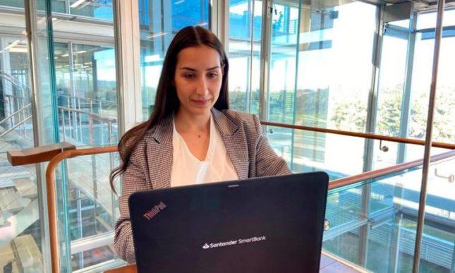 Así son los programas de más de 30.000 becas de Banco Santander en España para mejorar el acceso de los jóvenes al mercado laboral